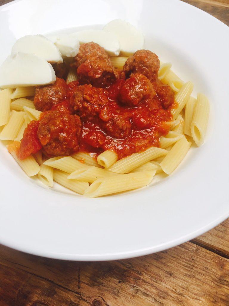 pasta met gehaktballetjes in tomatensaus recept van foodblog Foodinista