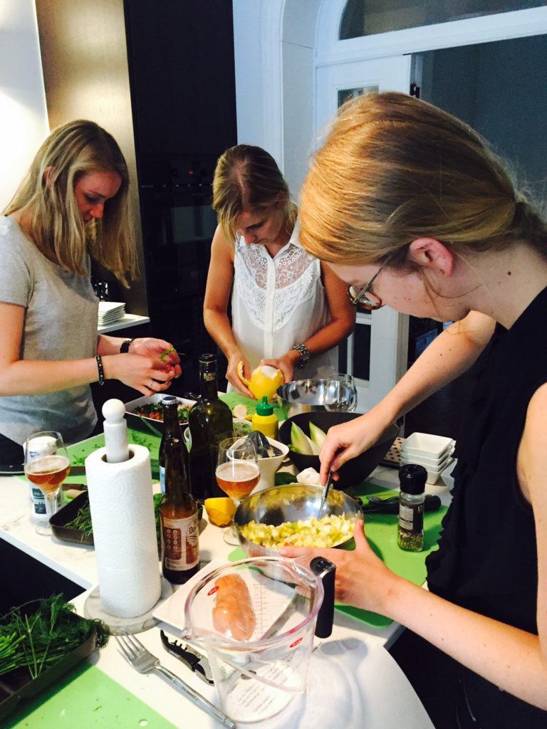Koken tijdens de foodpairing kookworkshop Leuven foodblog Foodinista