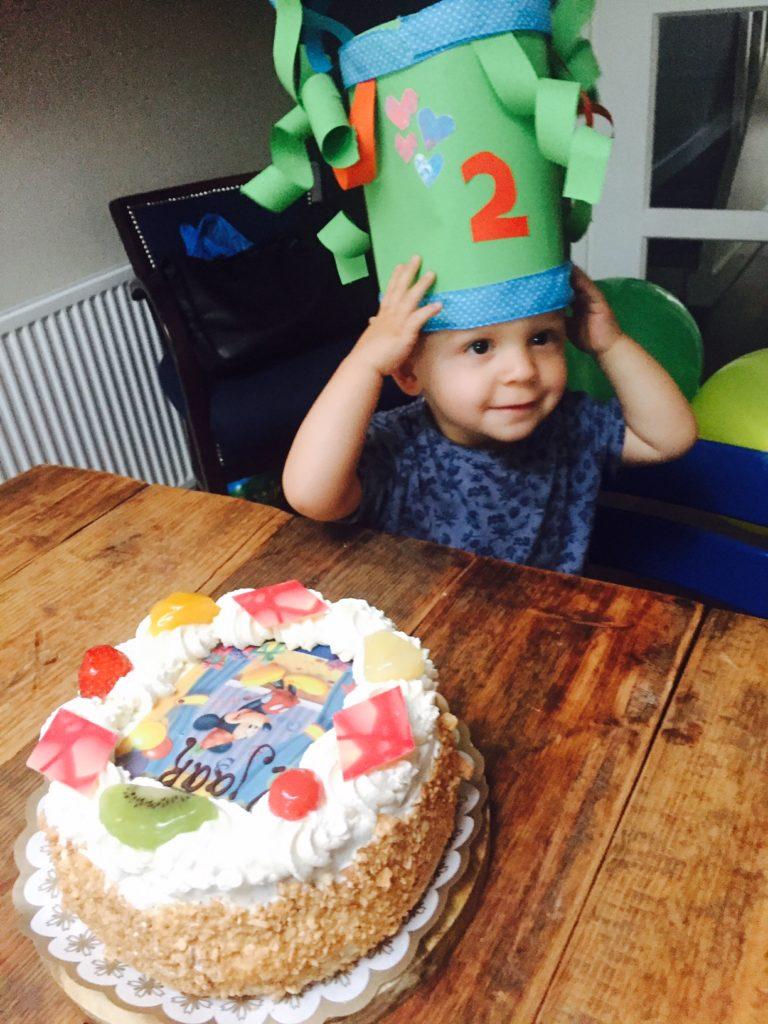 Verjaardagstaart op de verjaardag voor het gezin met Micky Mouse foodblog Foodinista