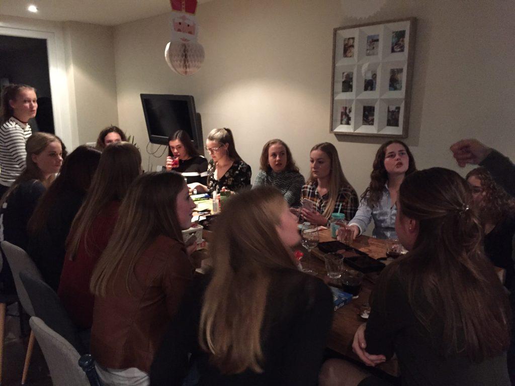 Sinterklaasavond vieren met hockeyteam november dagboek blogger Foodinista