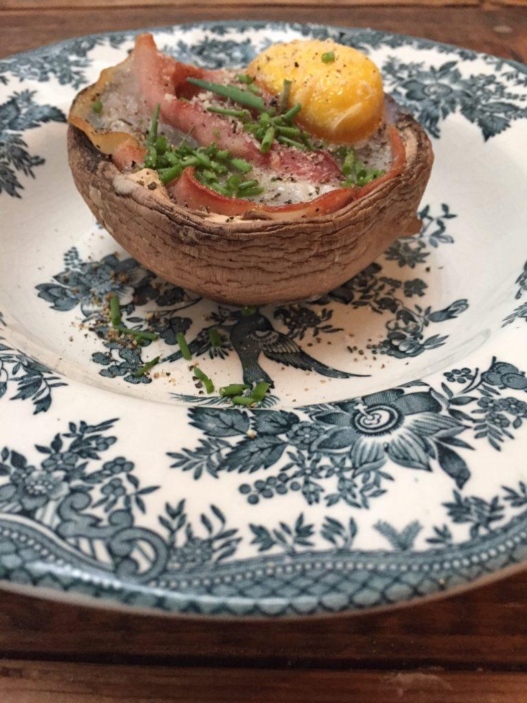 Gevulde portobello met ei en rauwe ham recept van foodblog Foodinista