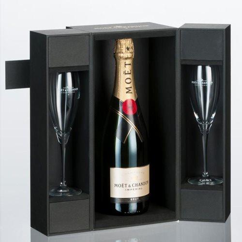 Heerlijke valentijnscadeautjes tips Moet Chandon met champagneglazen foodblog Foodinista
