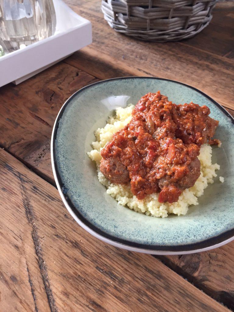 Recept Griekse gehaktballetjes met feta in tomatensaus van foodblog Foodinista