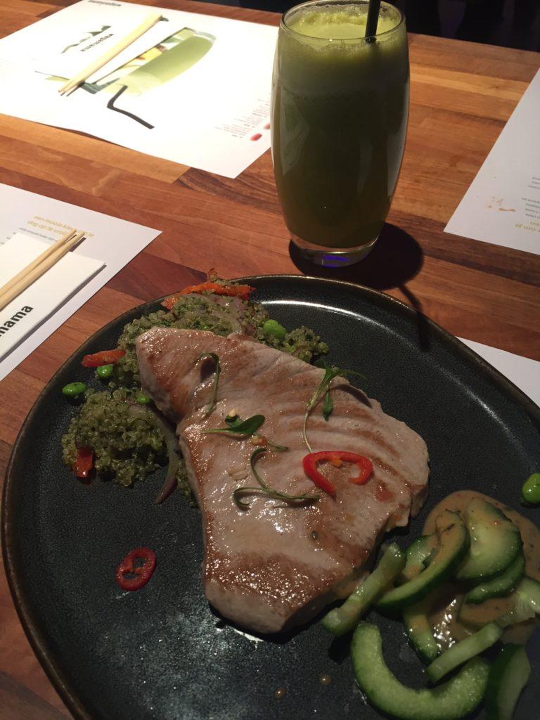 Tonijnsteak met quinoasalade bij Wagamama Antwerpen foodblog Foodinista