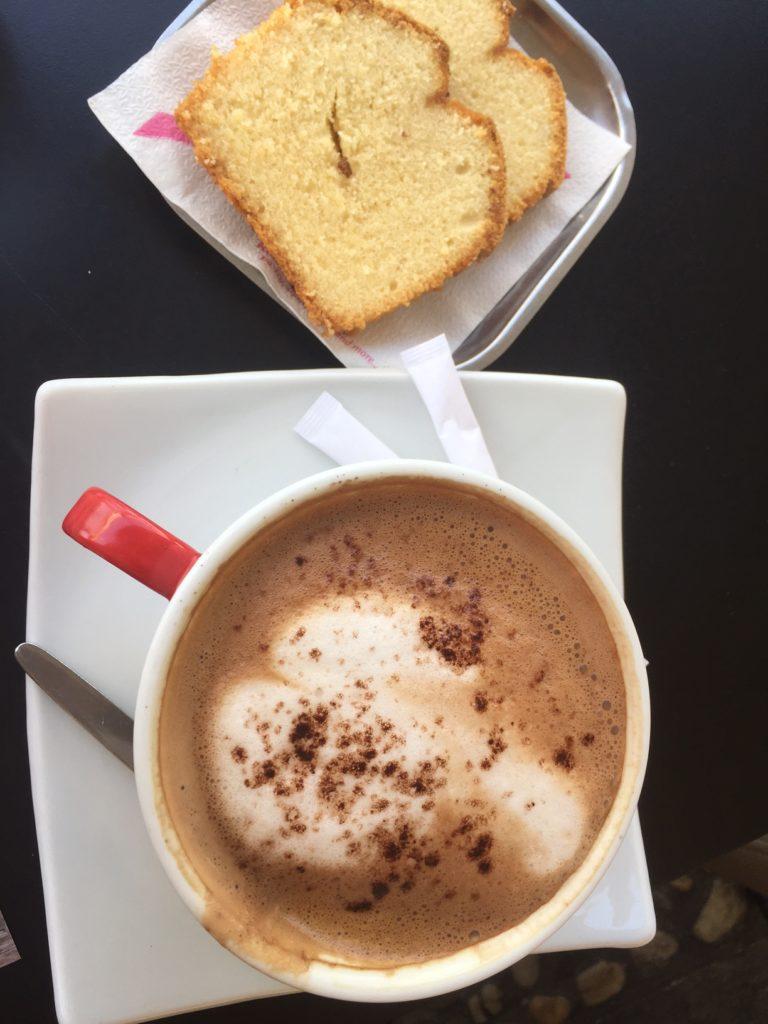 Chocoladecappuccino bij Rendez Vous Cafe Naxos Chora Griekse Cycladen Foodblog Foodinista