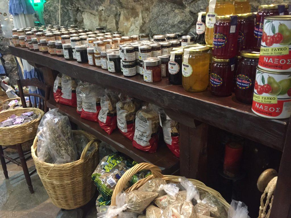Delicatessen van de cycladen shoppen op Naxos Griekenland reiservaring foodblog Foodinista in vijftig foto's