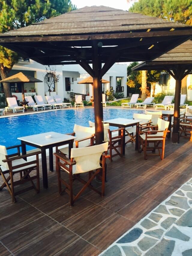 Genieten zwembad Alkyoni Beach Hotel Naxos Cycladen Griekenland Blogger Foodinista