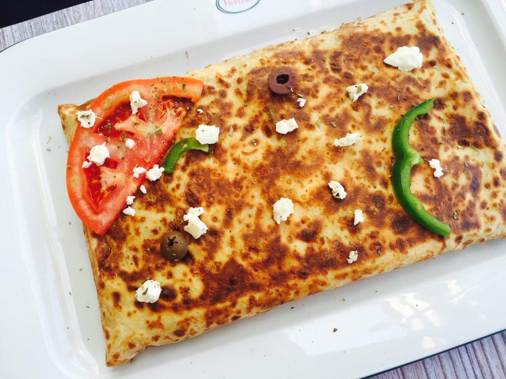 Hartige crepe met feta en paprika rendezvous cafe Naxos Chora Foodblog Foodinista
