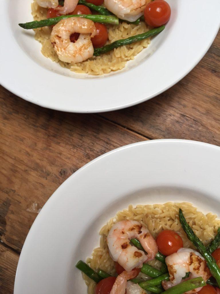 Orzotto recept met groene asperges en garnalen foodblog Foodinista