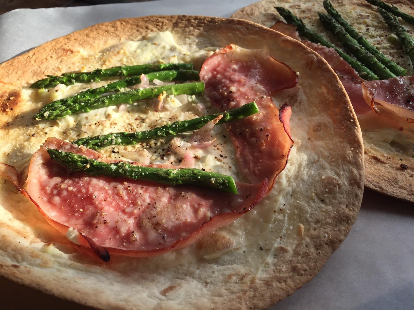 Tortizza recept met groene asperges en beenham van Foodblog Foodinista