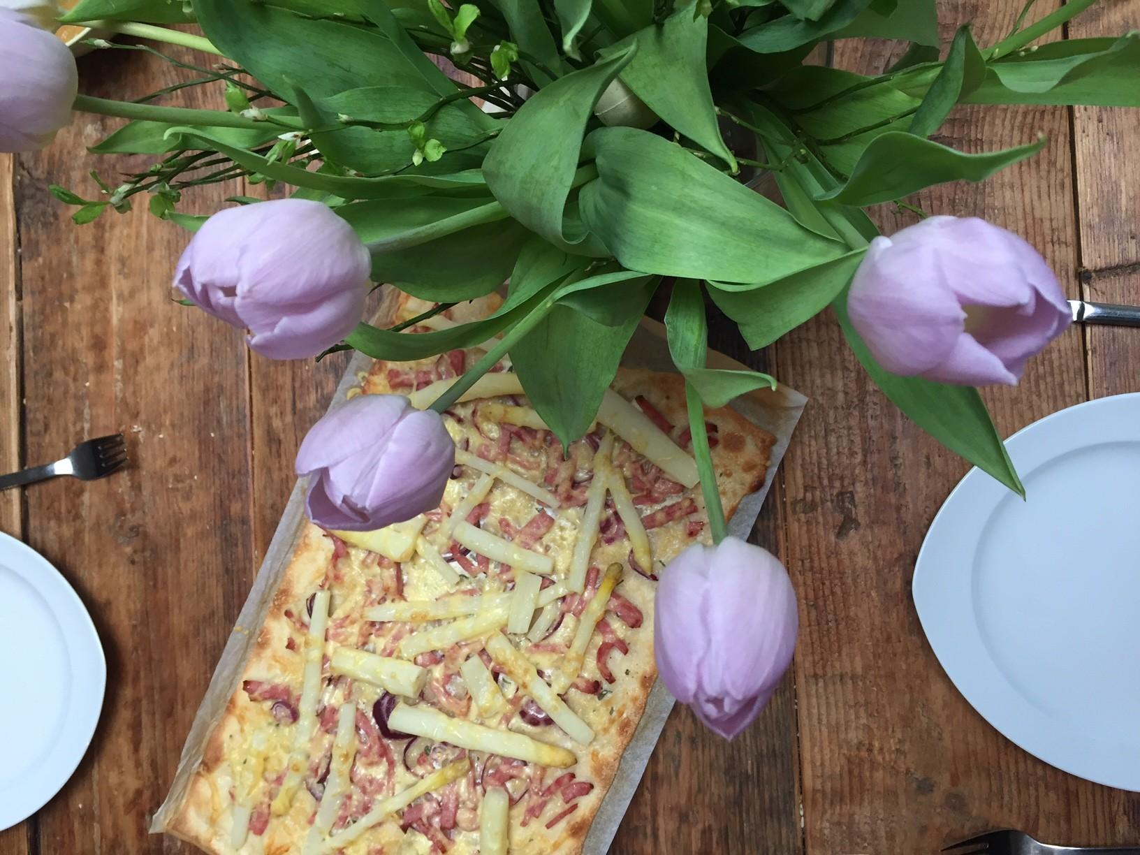 Flammkuchen met witte asperges recept Foodblog Foodinista