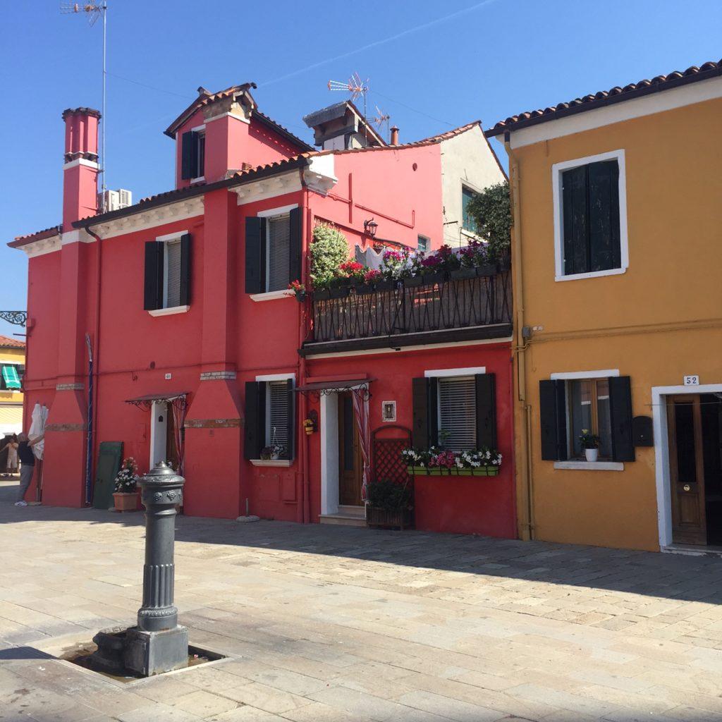 Gekleurde huisjes Burano reisfoto's Veneto Dagje in Venetië in vijf foto's reistips Foodblog Foodinista
