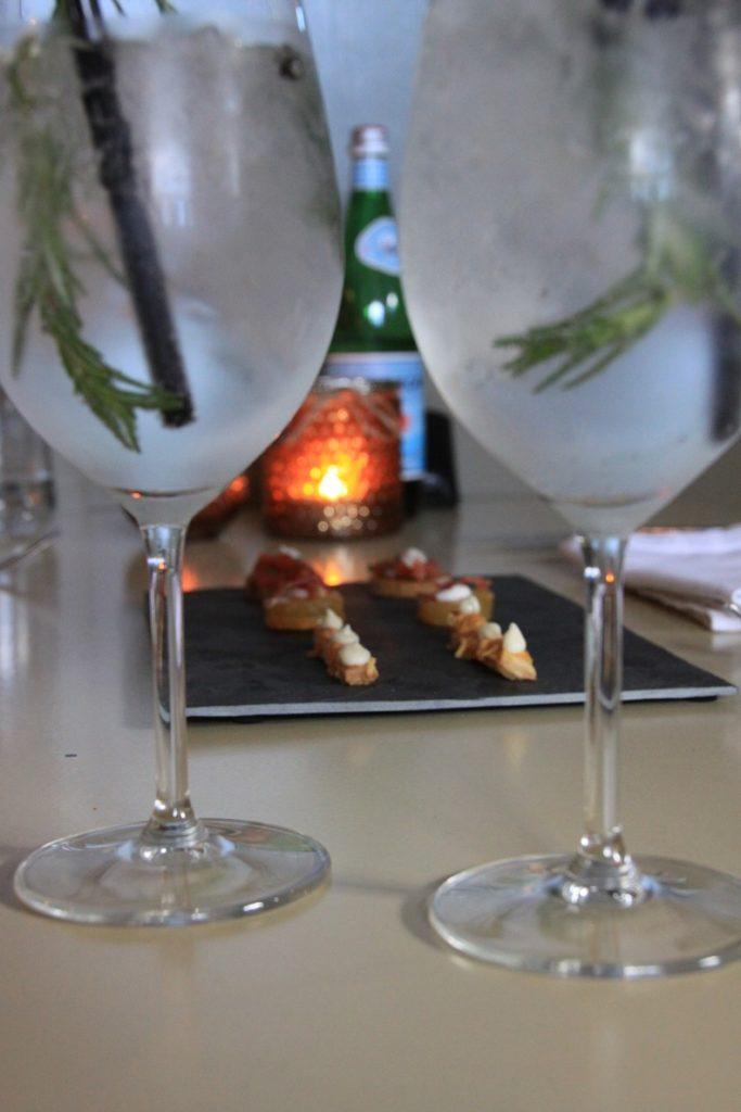Gin Tonic met amuses Restaurant Bij Kees in Zierikzee Zeeland Foodblog Foodinista
