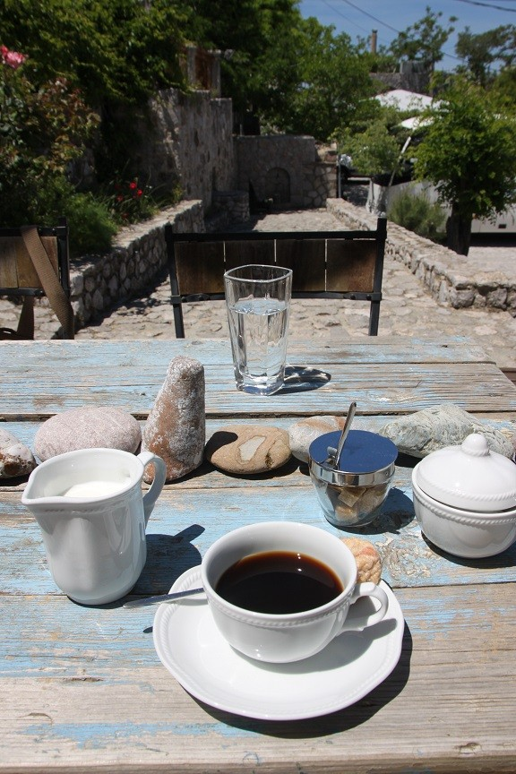 Koffie op het terras van de B&B foodblog Foodinista