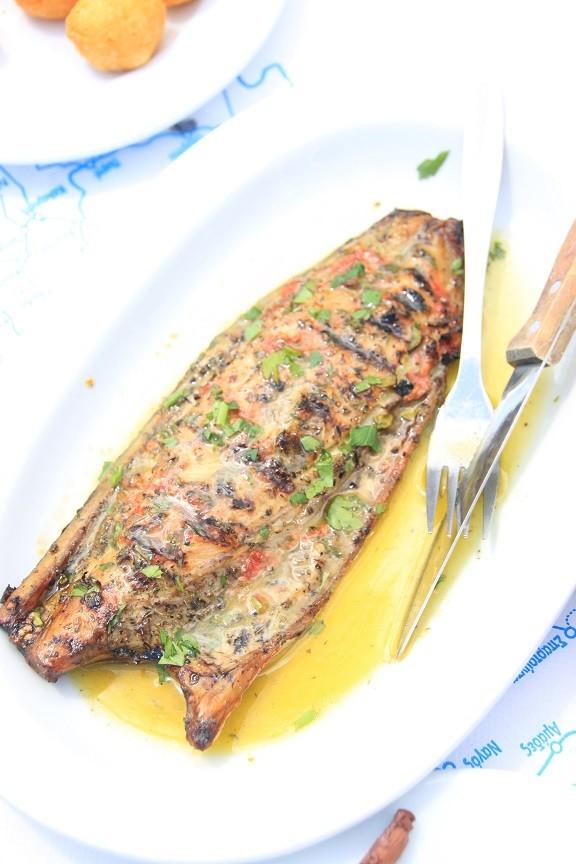 Zongedroogde vis bij visrestaurant Legada Foodblog Foodinista