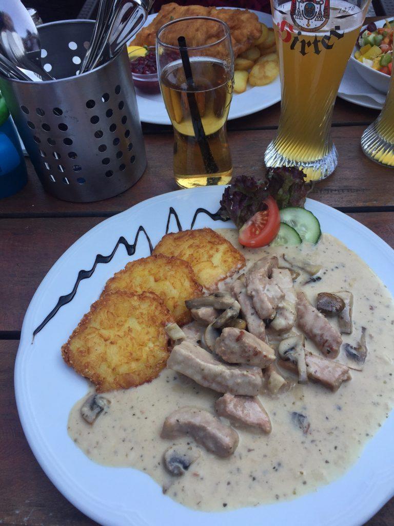 Hoofdgerechten bij Brauhaus Fürstberg in Salzburg foodblog Foodinista reistips in oostenrijk
