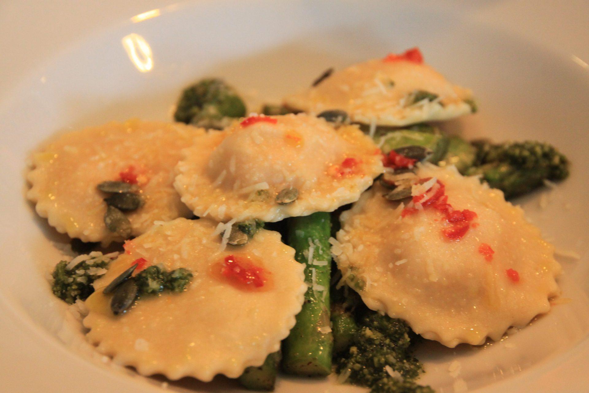 Huiskamerdiner in Breda met Air D'nD Hoofdgerecht zoete aardappel ravioli Foodblog Foodinista