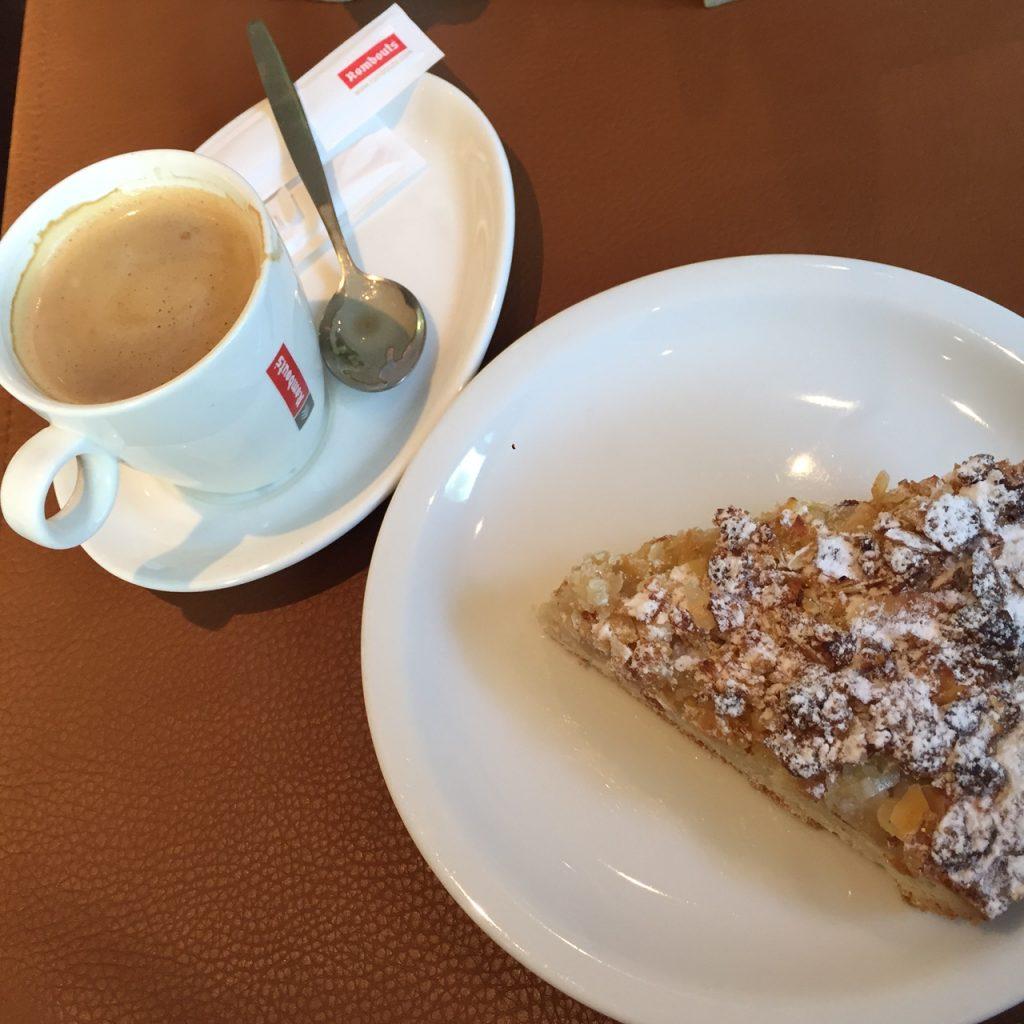 Ontvangst met koffie en Maaskoek in de Maasvallei Limburg Foodblog Foodinista