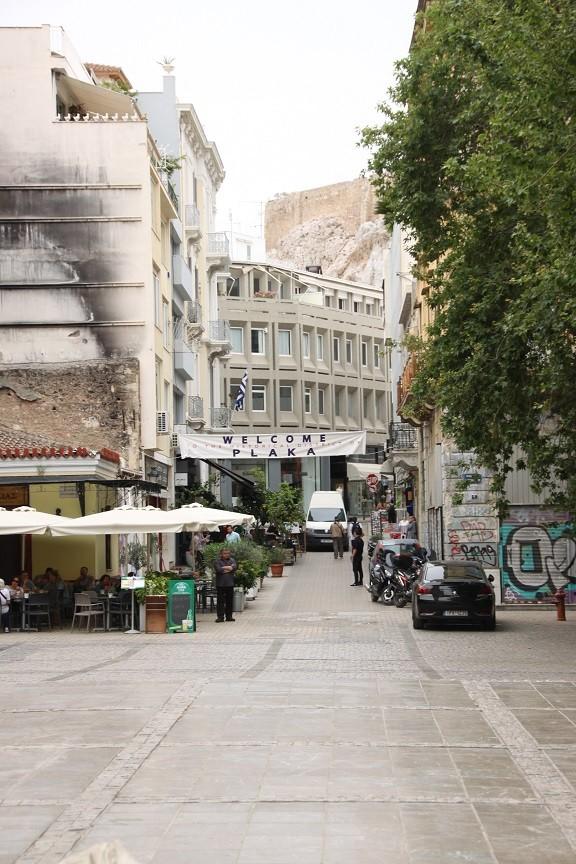 Ingang van de gezellige wijk Plaka in Athene Griekenland