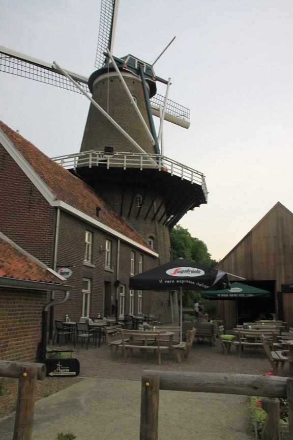 OERRR Speelomgeving en de Hompesche Molen met restaurant Foodie in de Maasvallei Foodblog Foodinista