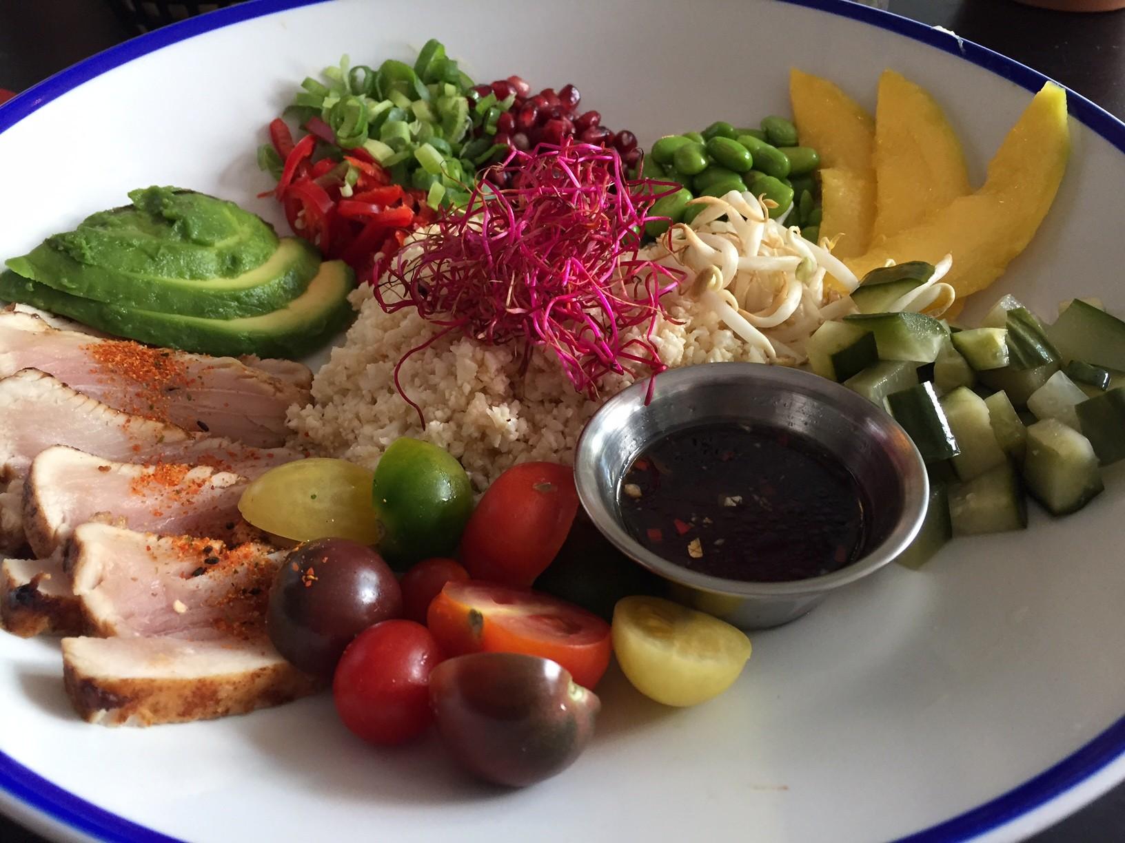Gezondigen poké powl bij SNCKBR in Eindhoven foodblog Foodinista restaurant review