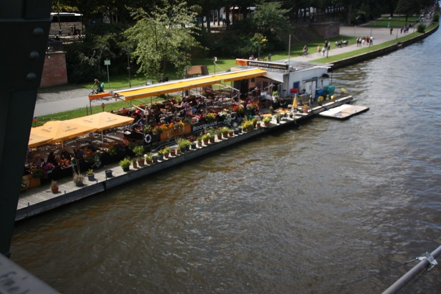 Foodie in Frankfurt eten op het water foodblog Foodinista reis in Duitsland