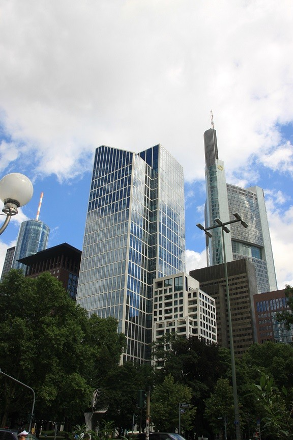 Sightseeing in Frankfurt Eurogebouw Metropool business district