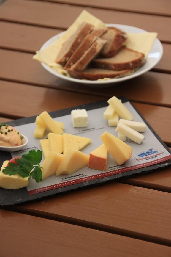 Kaasplank bij de Erlebniss Sennerei in Mayrhofen Foodblog Foodinista