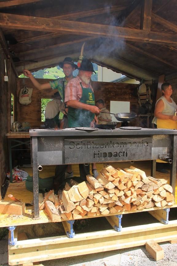 Bereiding van lokale gerechten op het Schmancklerfest Hihppach Trol Foodblog Foodinista