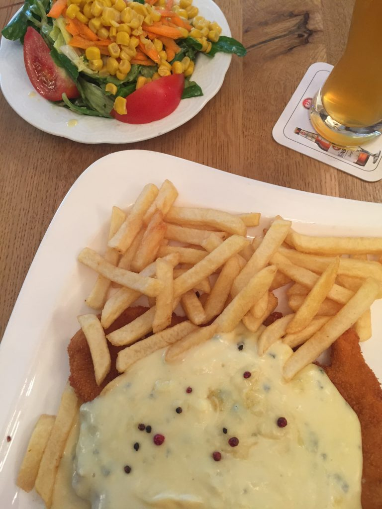Schnitzel met gorgonzola pepersaus diner Foodie in Frankfurt foodblog Foodinista