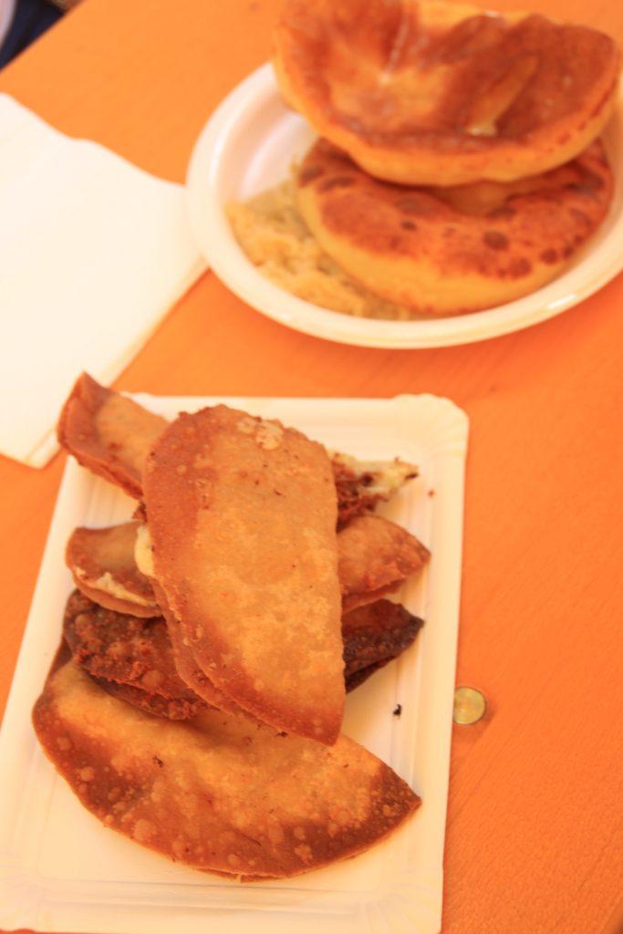 Zillertaller Krapfen en erdapfelblattlang gerechten Schmancklerfest Hippach Tirol Oostenrijk foodblog Foodinista
