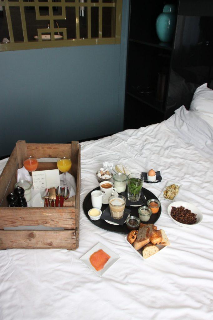 Ontbijten en roomservice bij Hotel Les Nuits in Antwerpen Foodinista