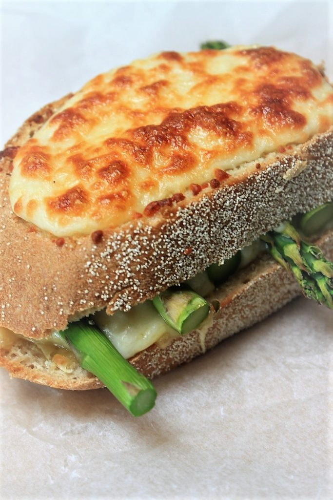Croque met asperges, kaas en bechamel recept van Foodblog Foodinista