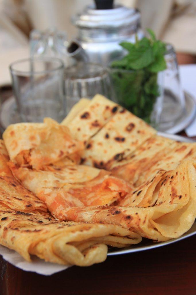 Snacks met muntthee tijdens foodtour in Marrakech Foodblog Foodinista