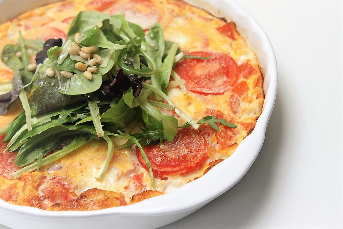 Frittata met mozzarella en tomaat recept foodblog Foodinista