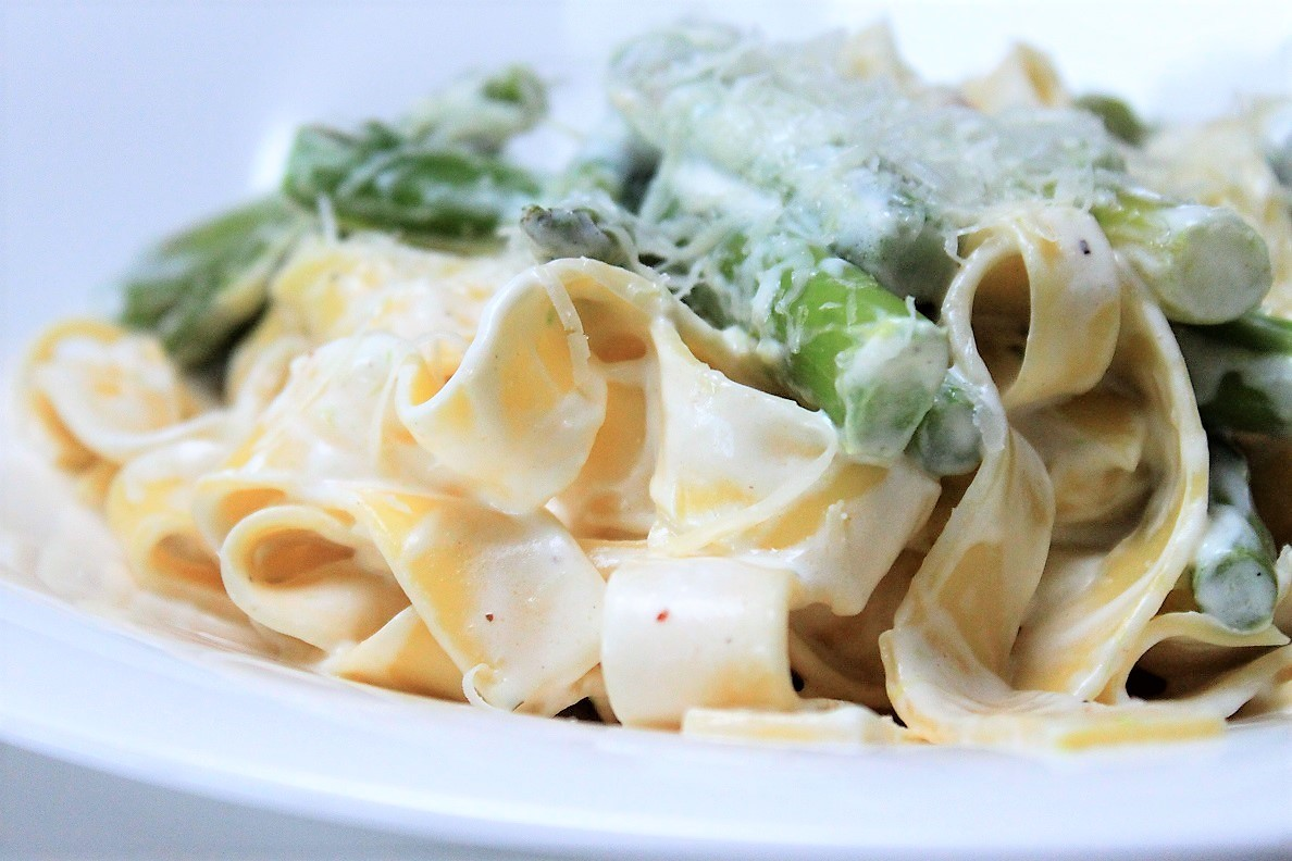 Pasta met groene asperges in geitenkaassaus recept van Foodblog Foodinista