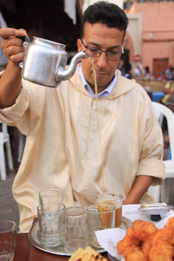 Theeceremonie Marokkaanse thee in Marrakech Foodblog Foodinista reisblog