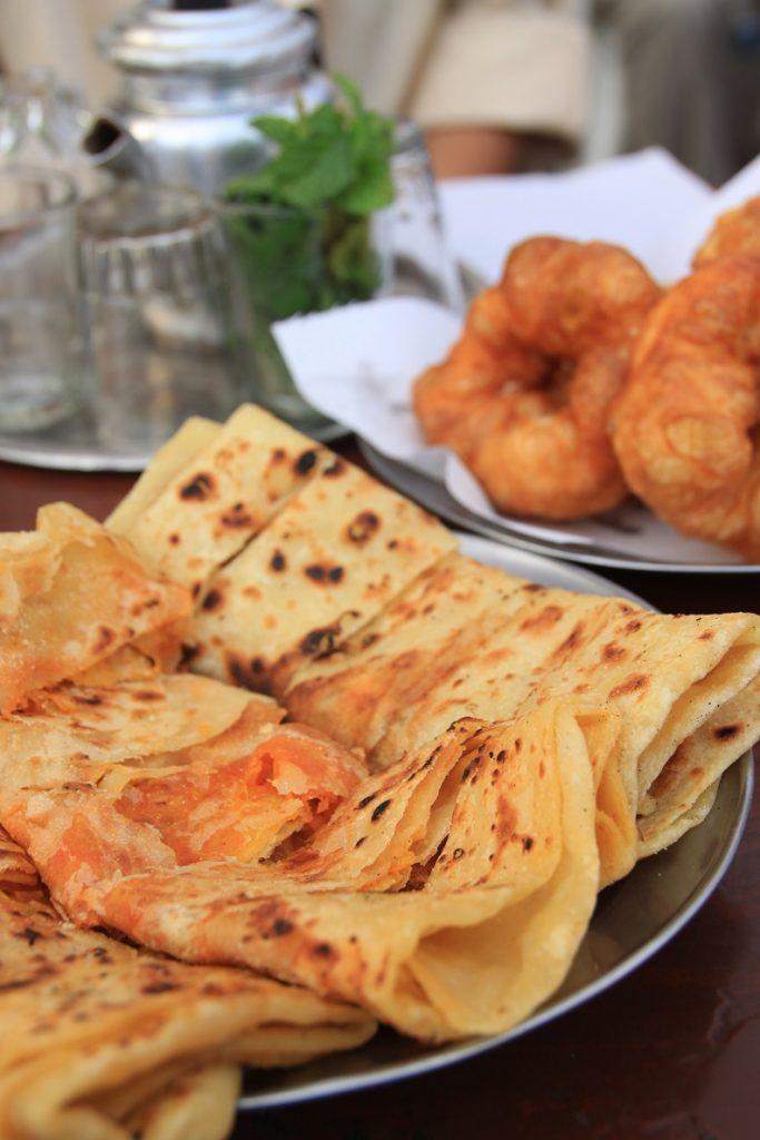 Marokkaanse zoetigheden en hartige pannenkoeken Foodtour Marrakech Foodblog Foodinista reisverhalen