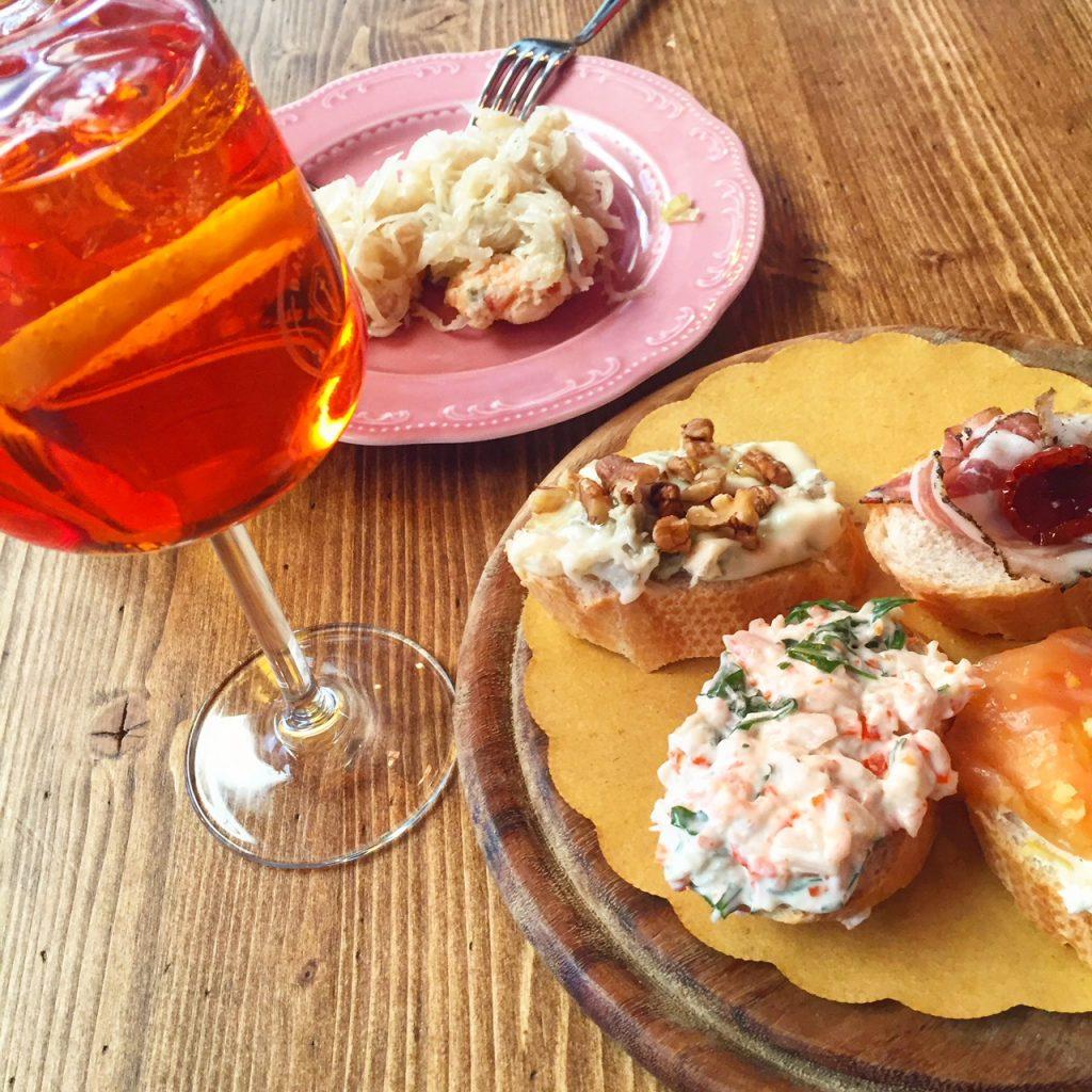 Aperitief met aperol en crostini's reistips Foodblog Foodinista