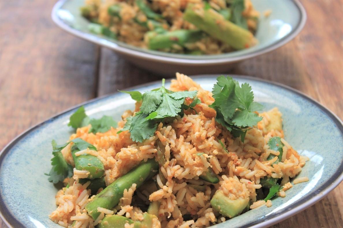 Gebakken rijst met groene groente en ei recept van Foodblog Foodinista