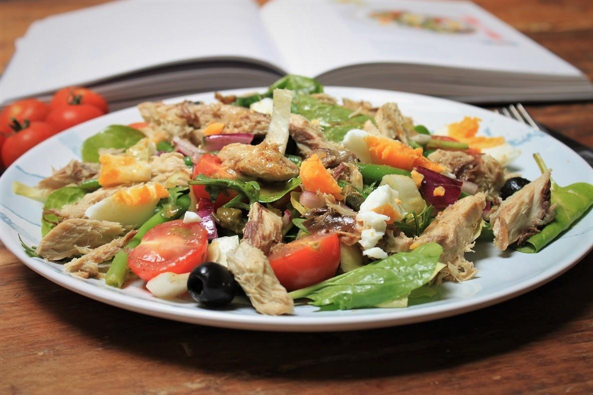 Kookboek winnen Hemsley en Hemsley Salade nicoise recept met makreel Foodblog Foodinista