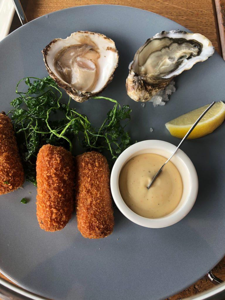 Borrelplateau bij Seafood Seafarm Oosterscheldekering Weekend Zeeland tips Foodblog Foodinista