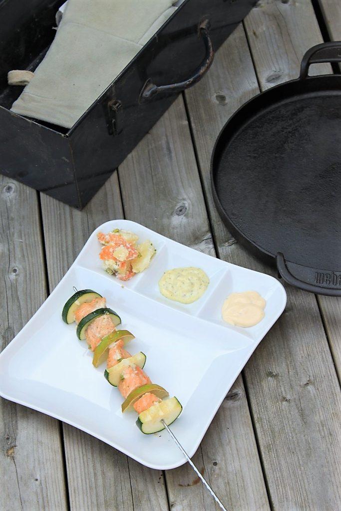 Zalmspiezenmet limoen en courgette barbecuerecept Foodblog Foodinista