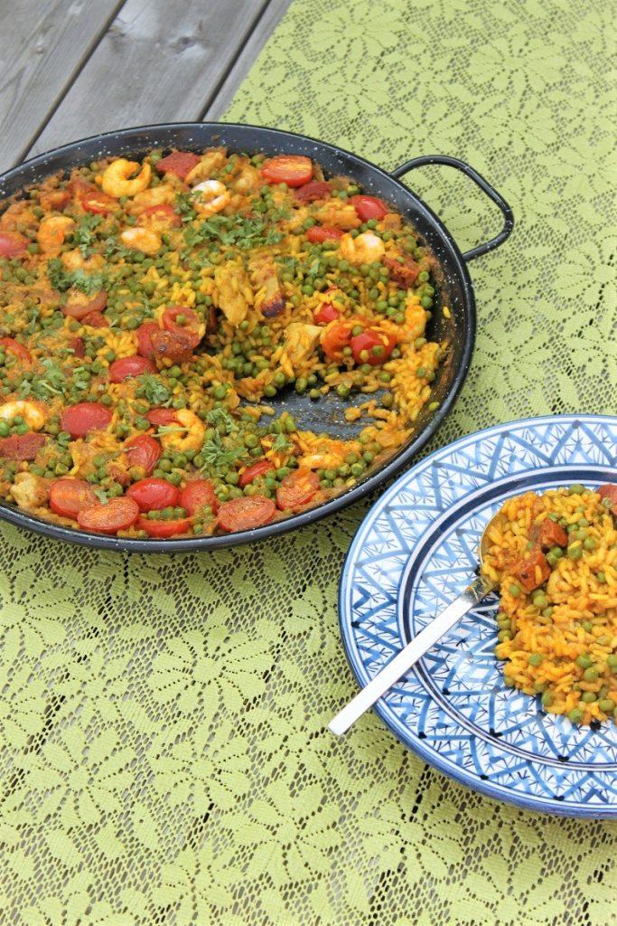 Paella recept met chorizo, kip en garnalen recept van Foodblog Foodinista