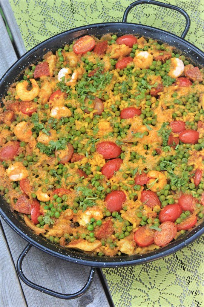 Paella recept met kip, garnalen en chorizo van Foodblog Foodinista