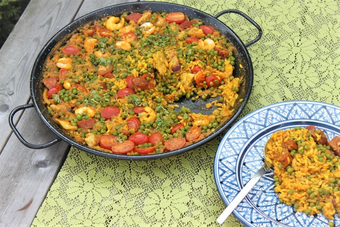 Paella met chorizo, kip en garnalen recept van Foodblog Foodinista