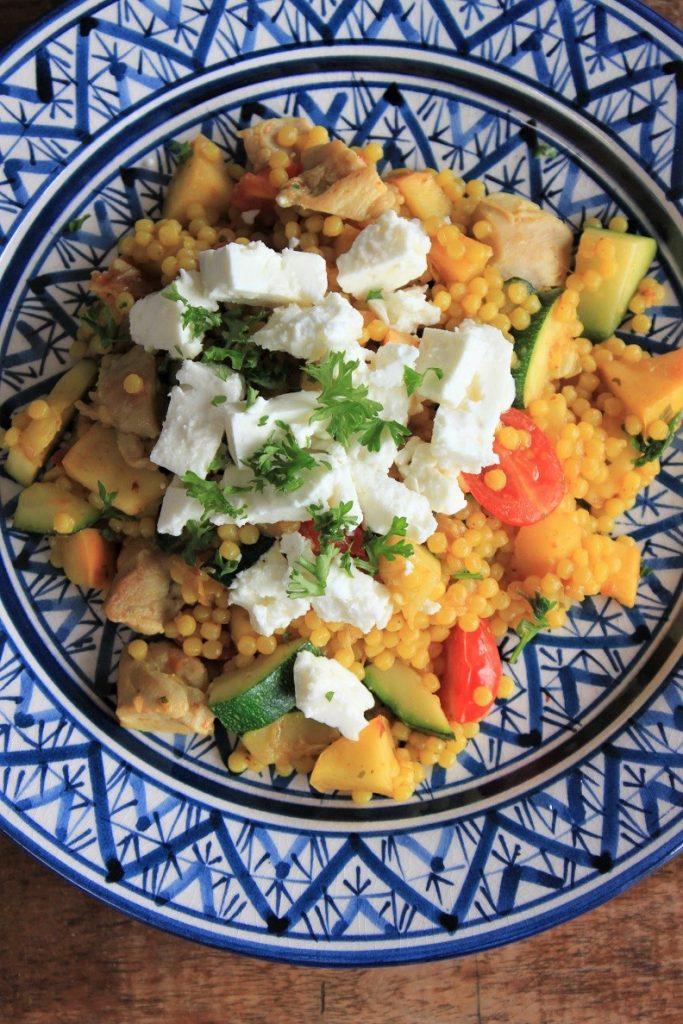 Parelcouscous met kip, courgette en feta recept van Foodblog Foodinista