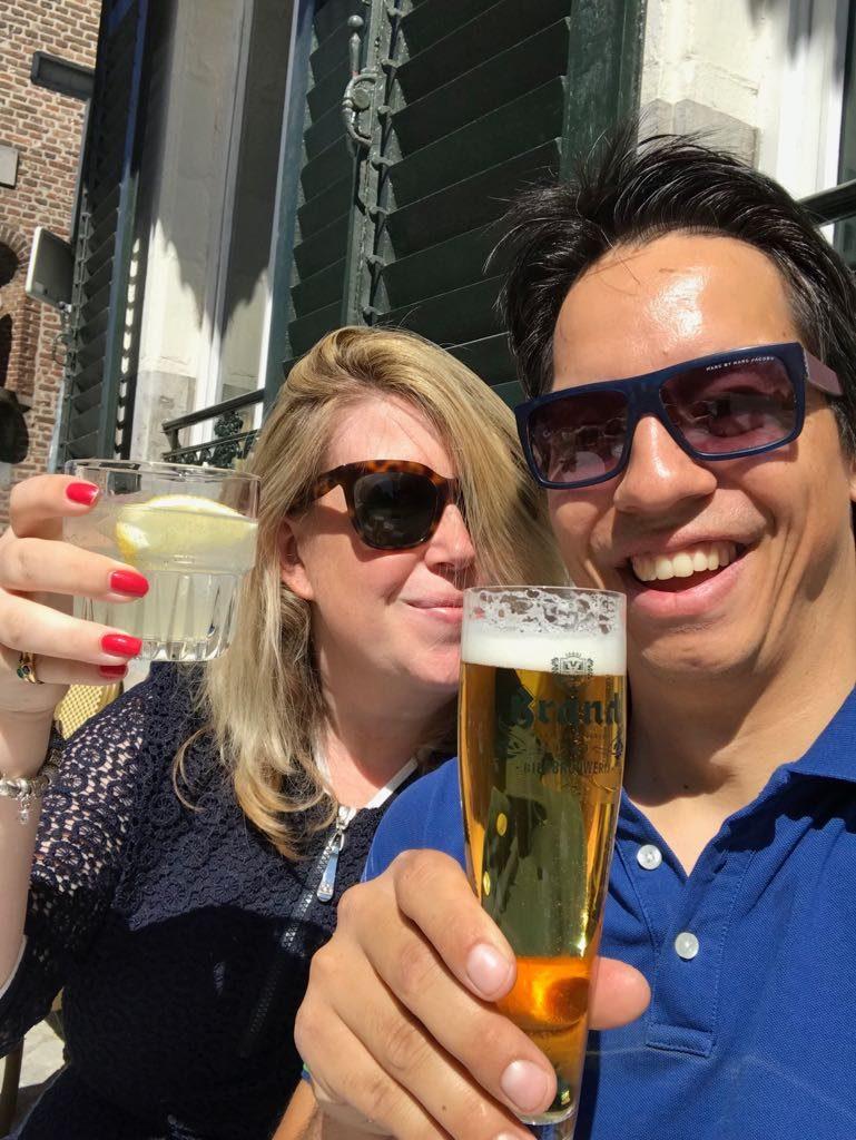 Welkomstdrankje op het terras bij Cafe Louis in Maastricht foodblog Foodinista reistips in Maastricht