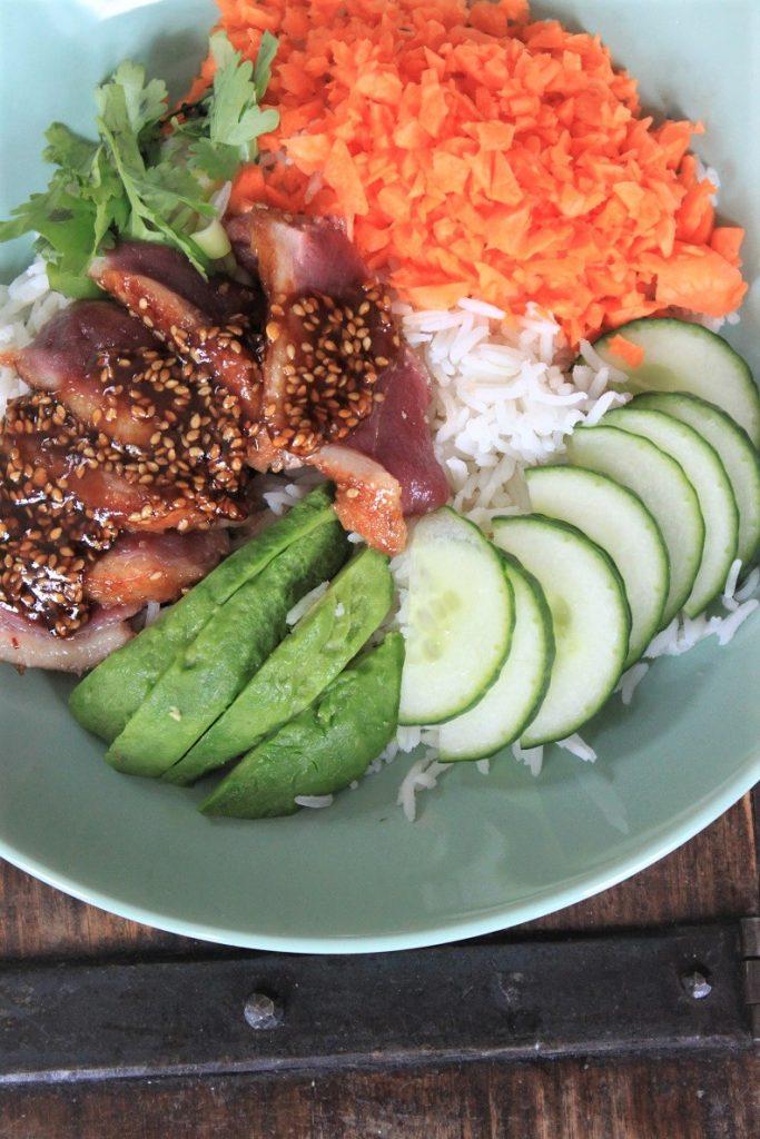 Recept poké bowl met eend in hoisin saus recept van foodblog Foodinista