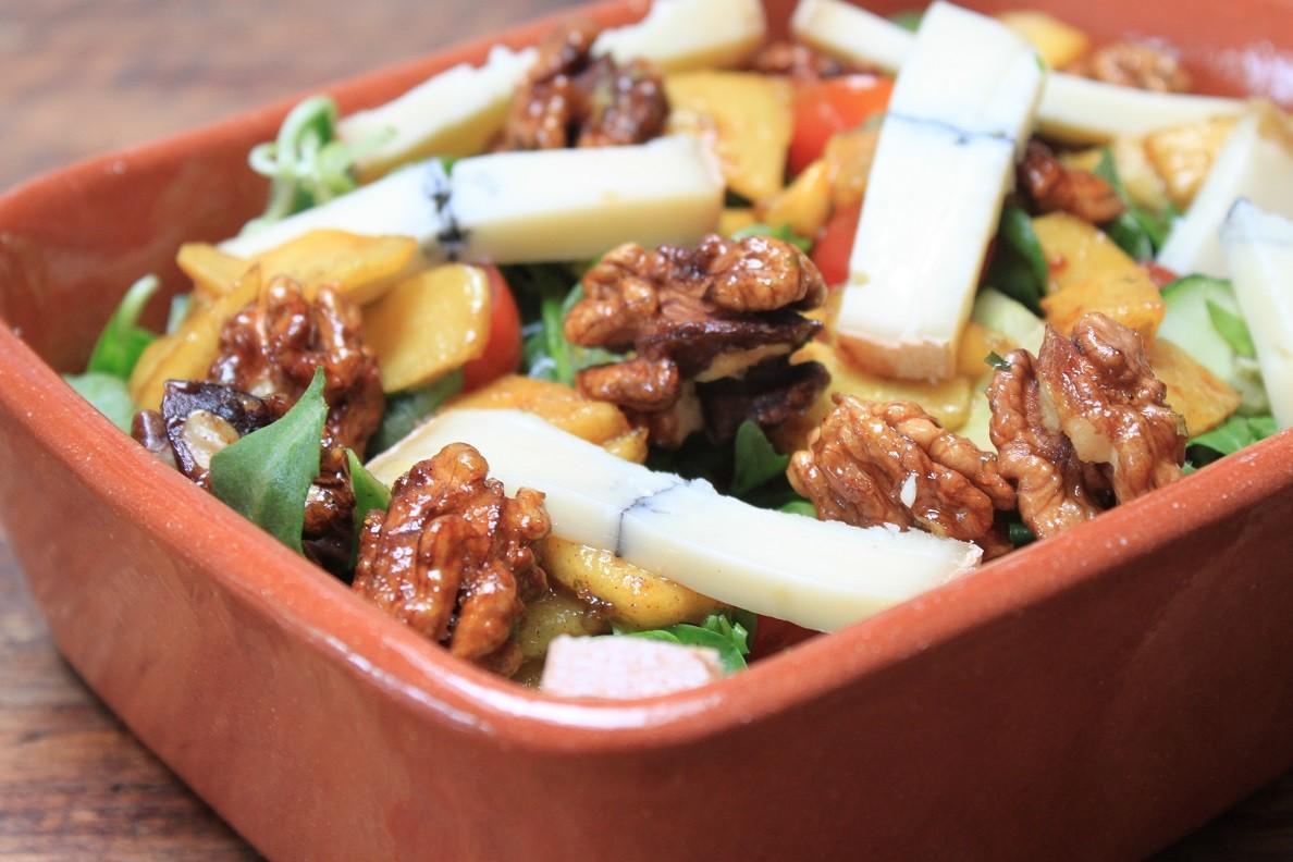 Herfstsalade met warme appel en blauwaderkaas recept van Foodblog Foodinista